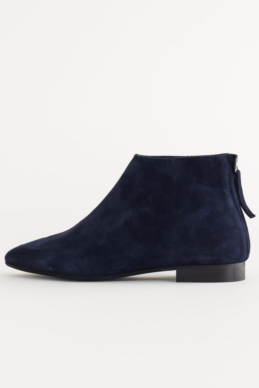 Low ankle boots with back zip