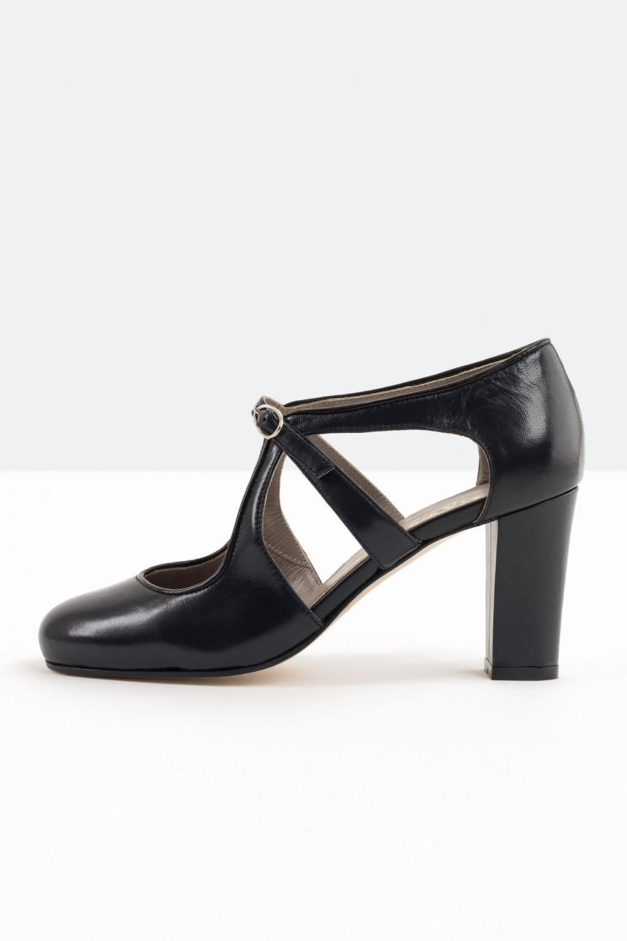 Tango shoes with side eyelets