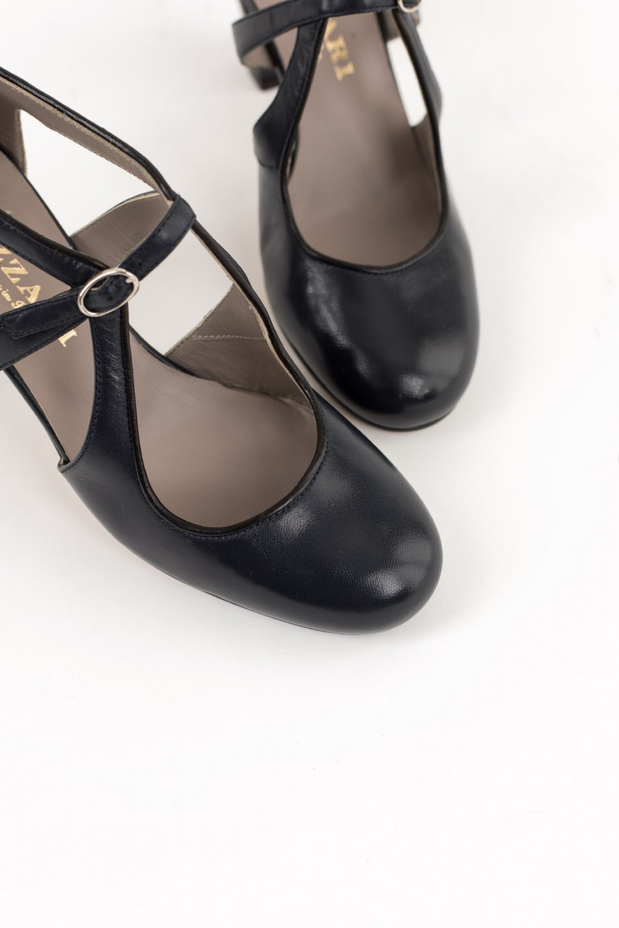 Rounded toe tango shoes