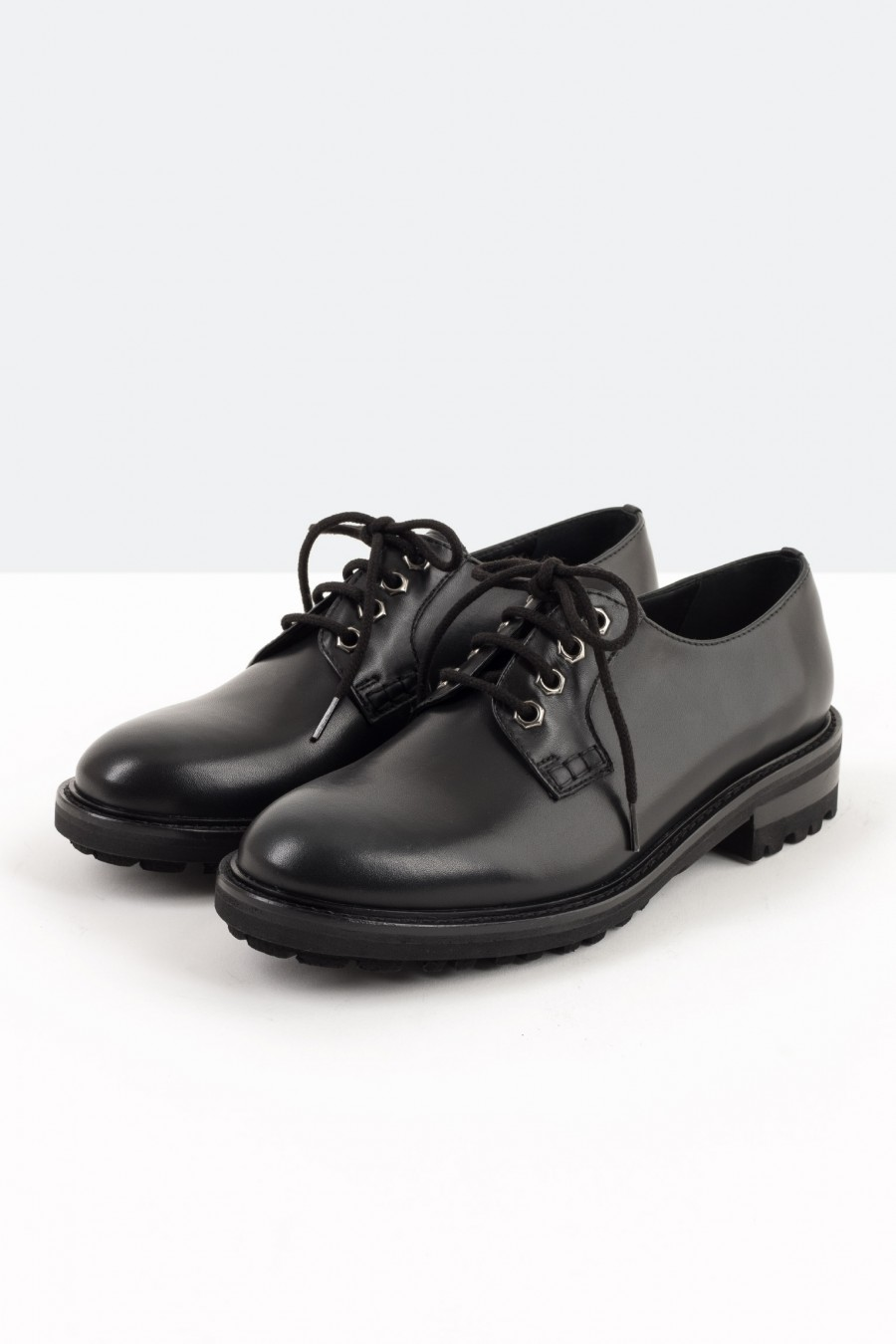 Derby shoes with cleated sole