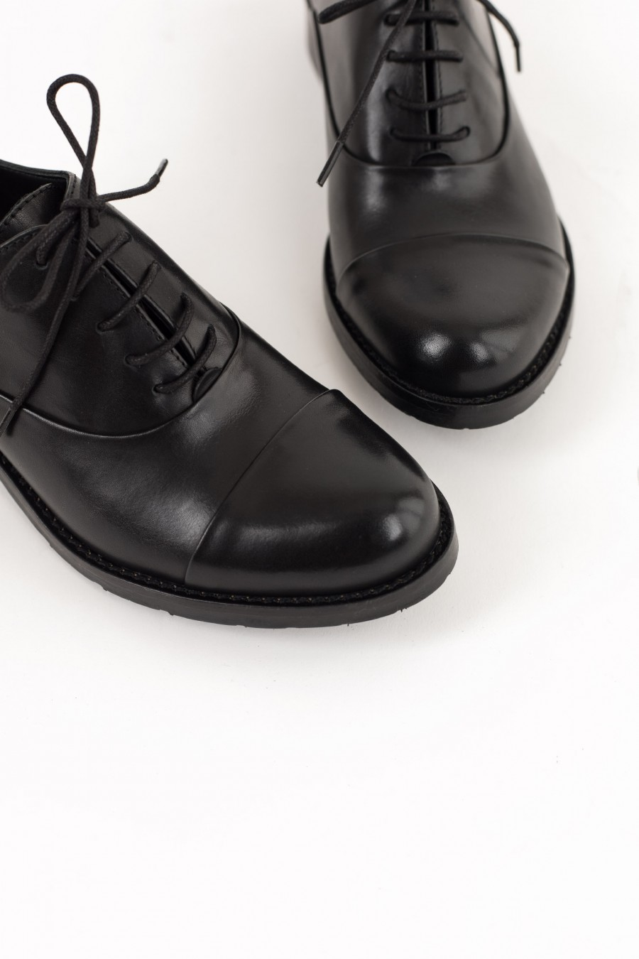 Rounded toe derby shoes