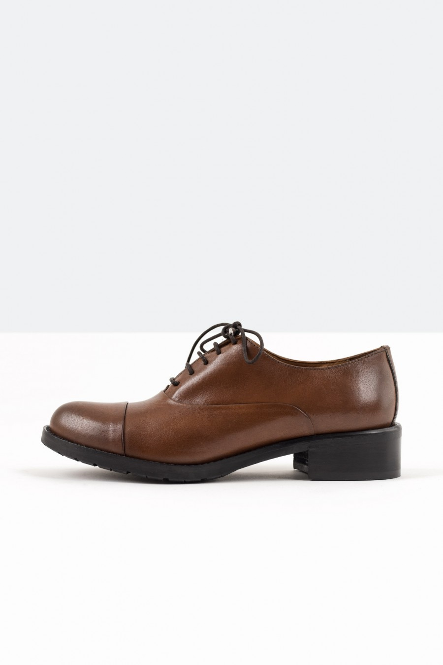 Casual brown leather derby shoes