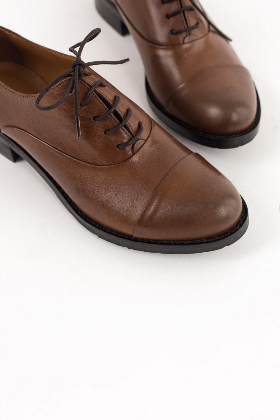 Rounded toe brown leather shoes