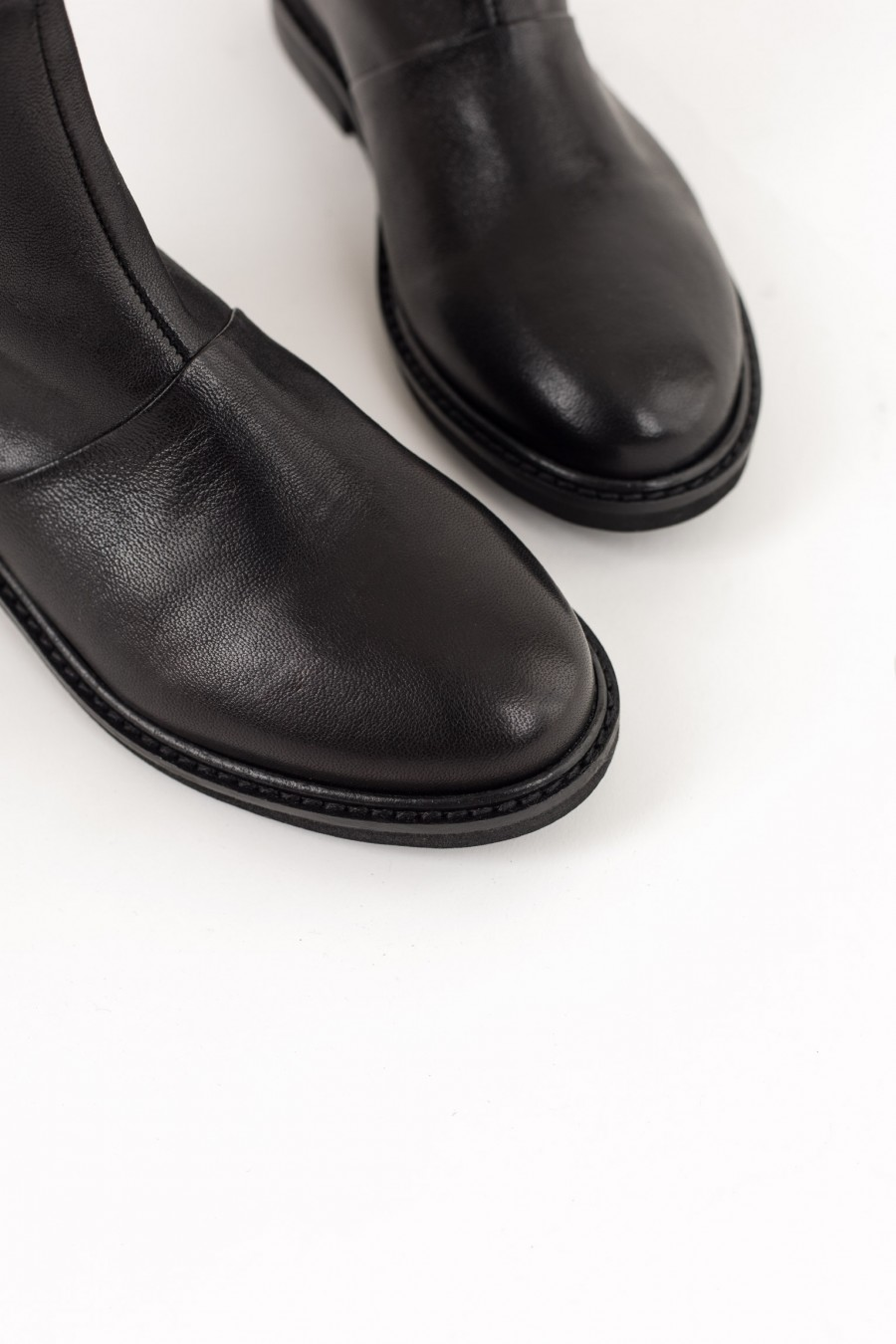 Rounded toe black boots