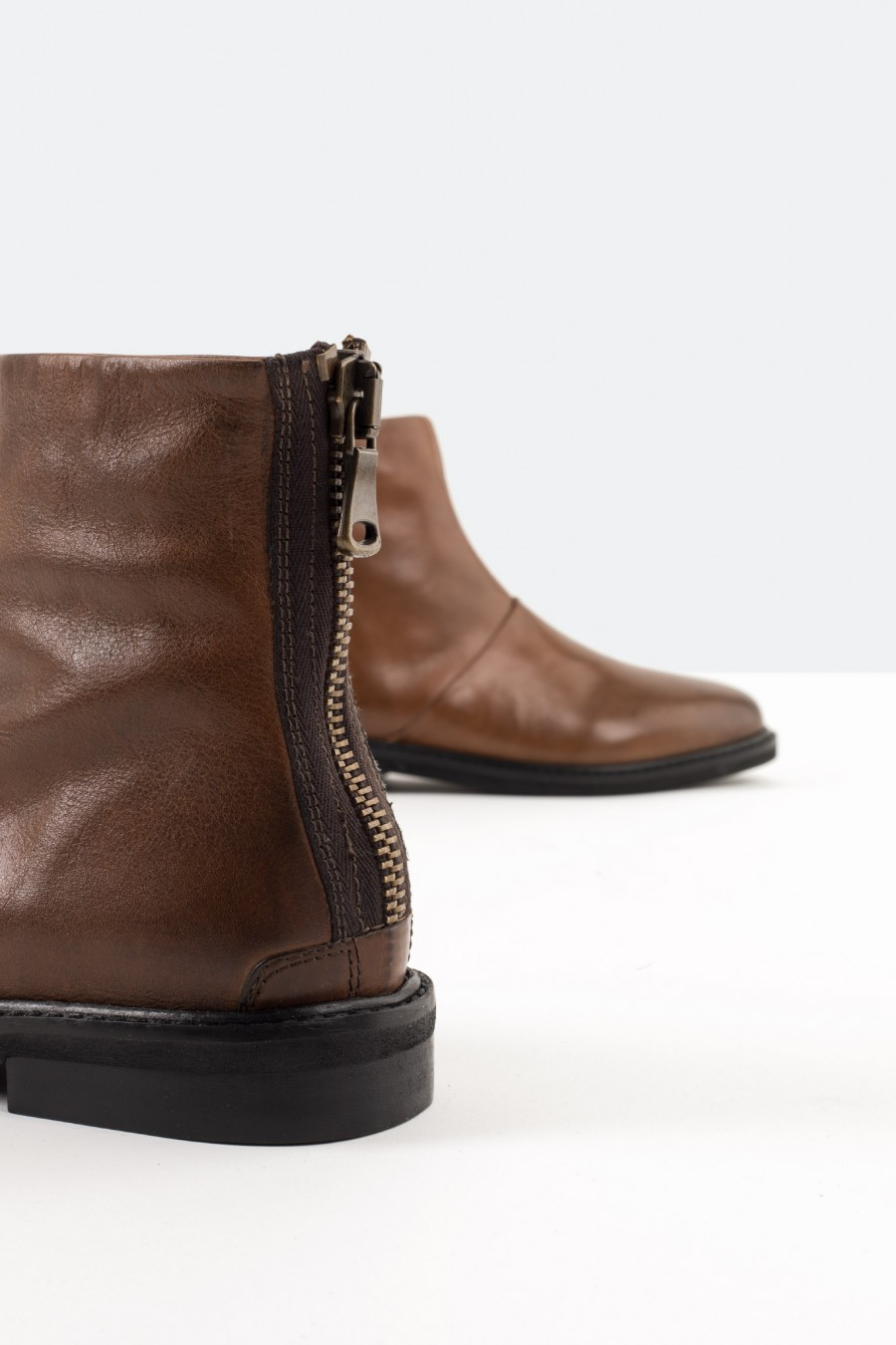 Tobacco brown leather boots with back zip
