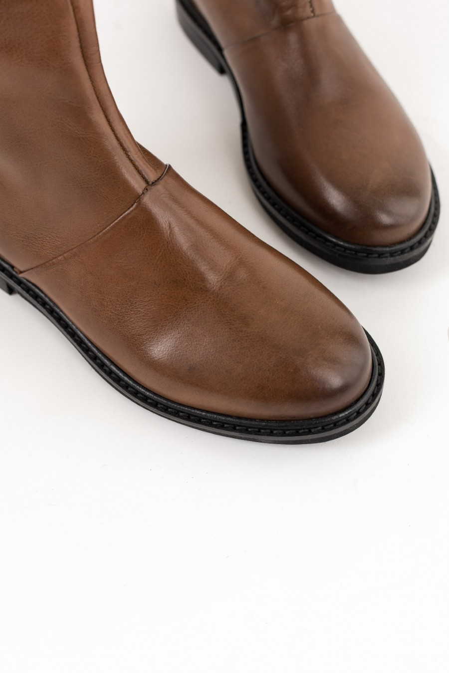 Rounded toe brown boots