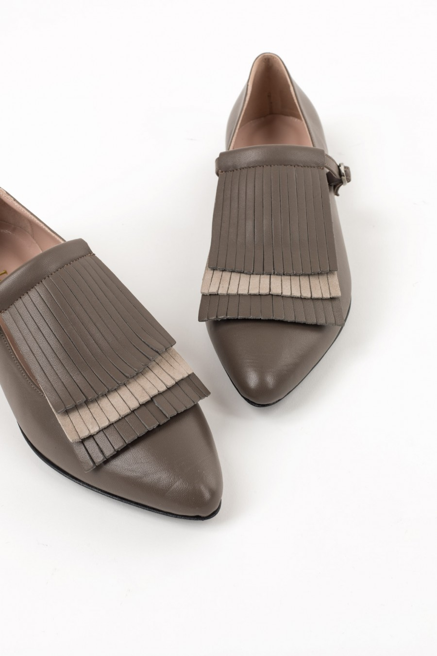 Flats with two-tone fringes