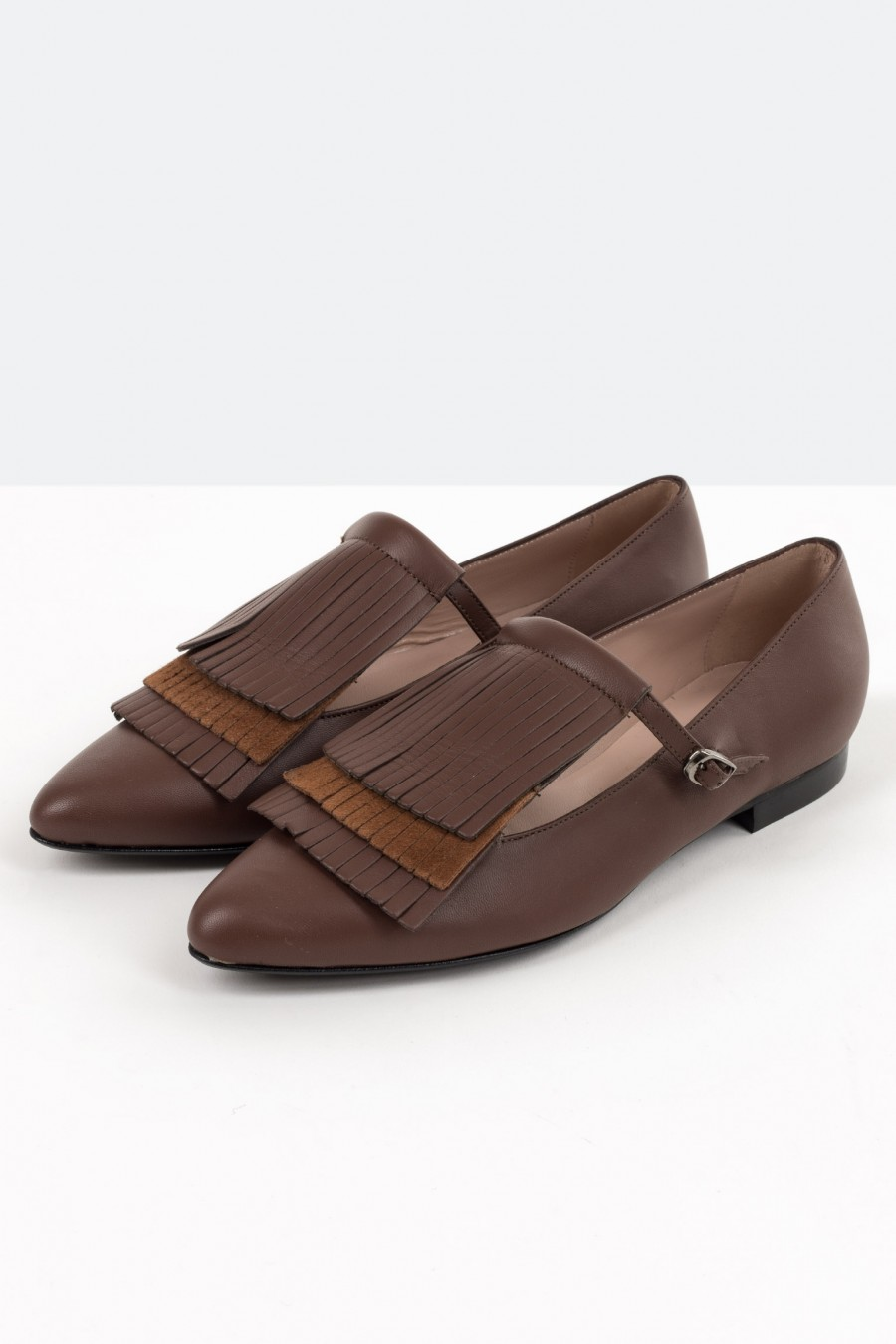 Brown flat shoes with fringe