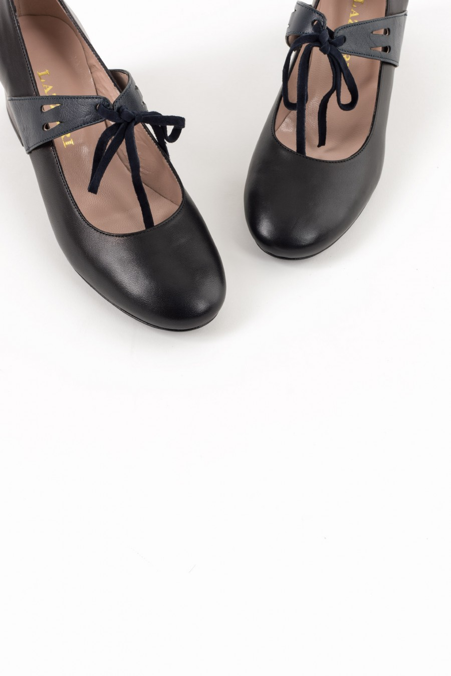 Black leather bebè shoes with blue suede ribbons