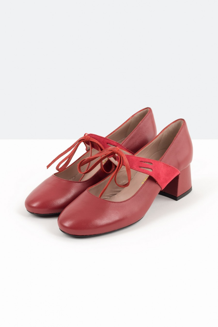 Red leather bebè shoes