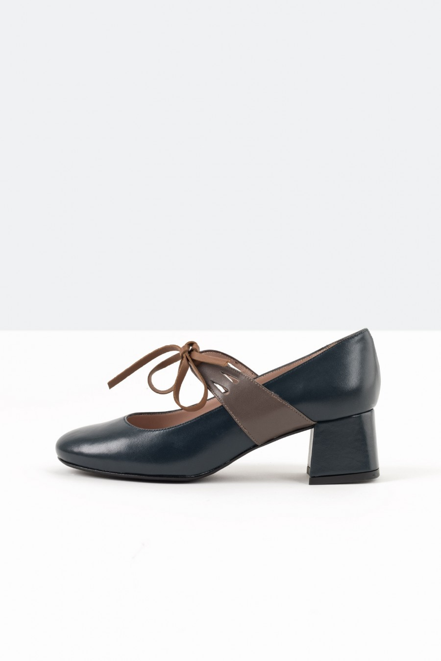 Blue bebè shoes with brown leather straps
