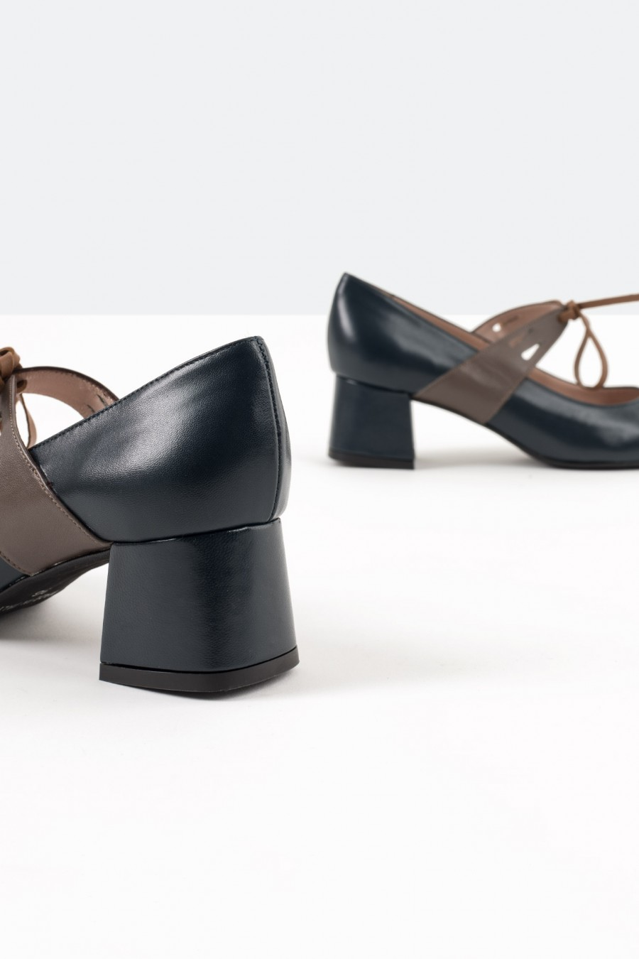 Bebè shoes with leather straps