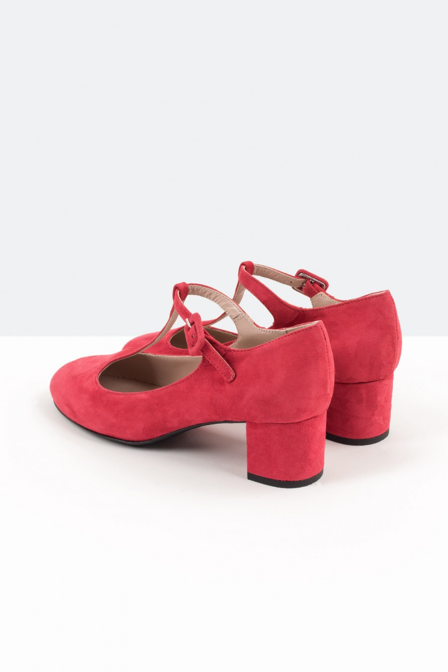 Red suede bebè shoes with covered buckle