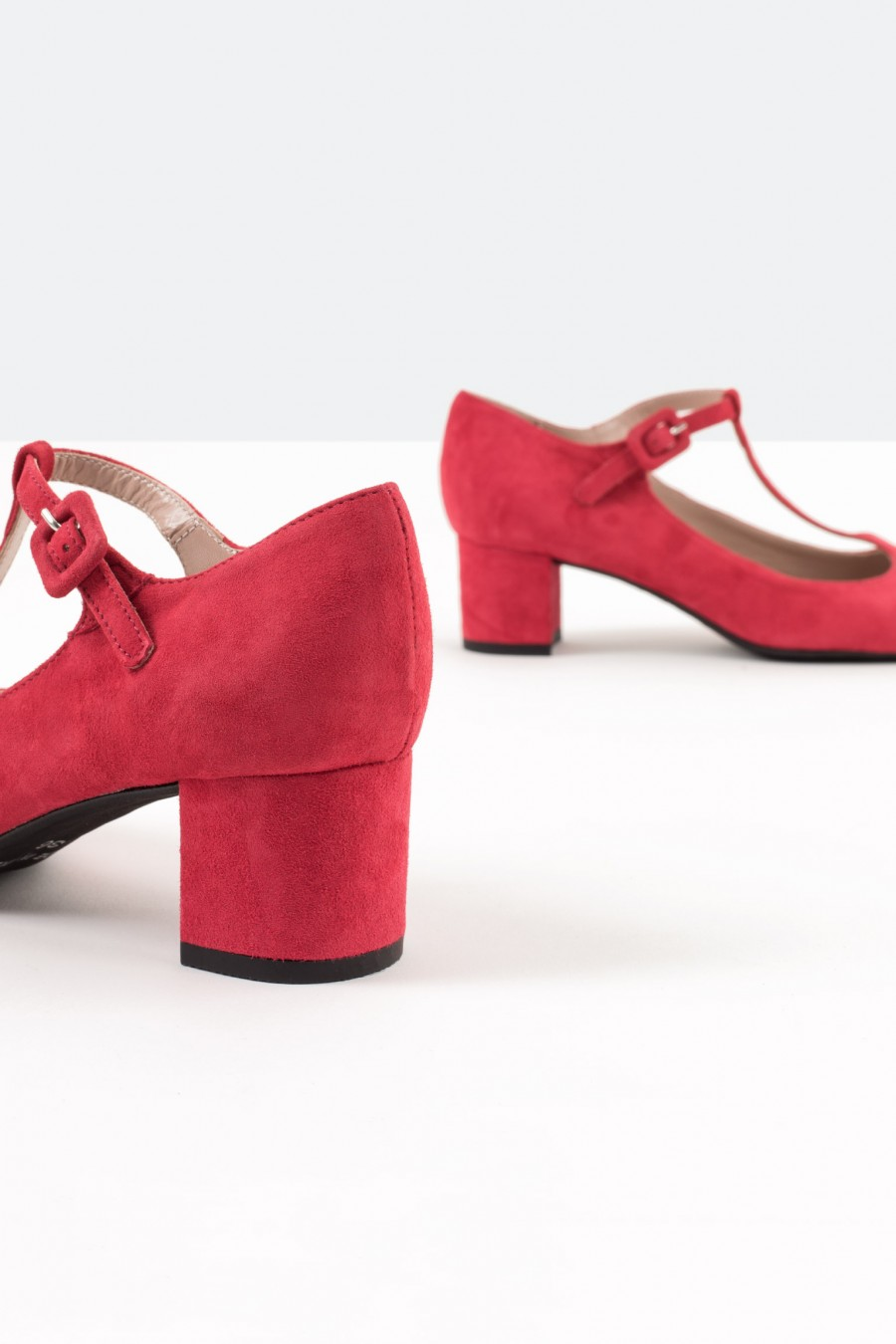 Red suede bebè shoes