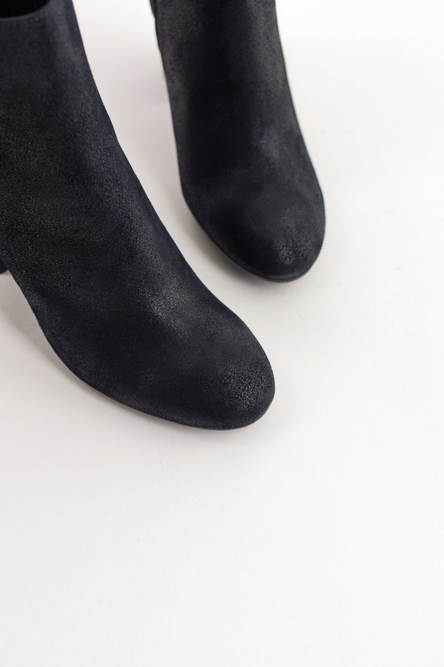 Blue leather ankle boots with rounded toe