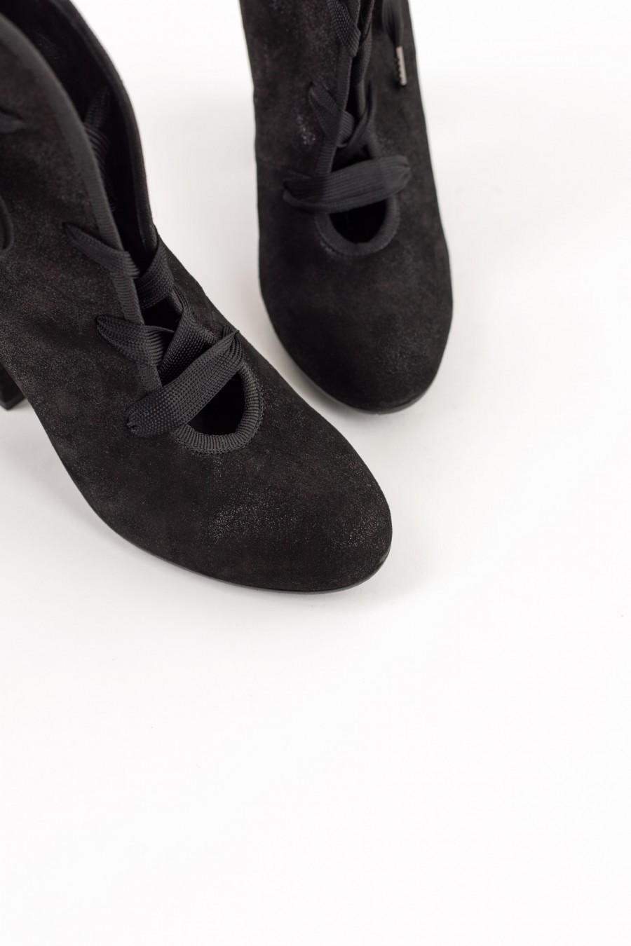 Rounded toe victorian style ankle boots