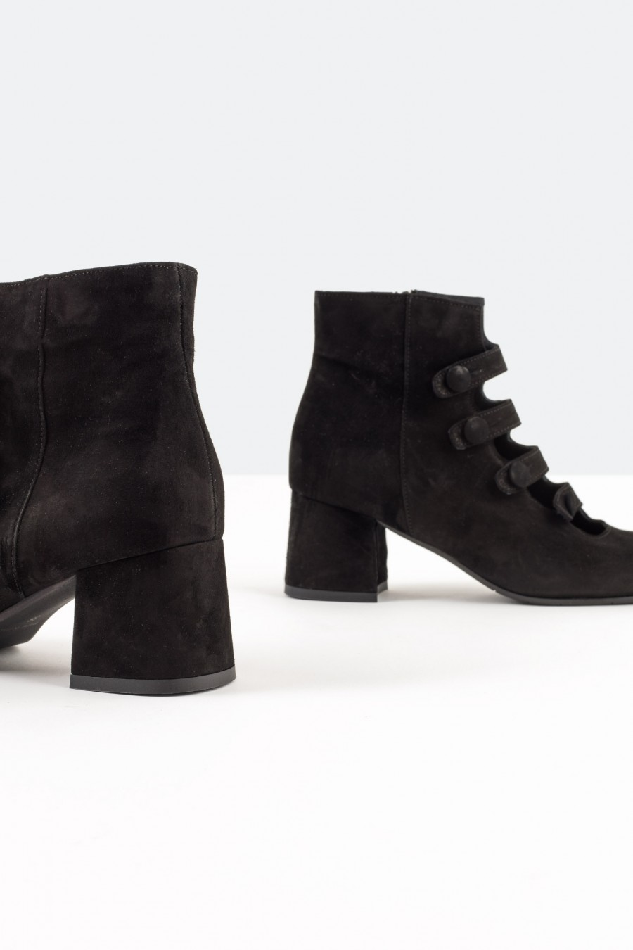 Black ankle boots with zip-detail