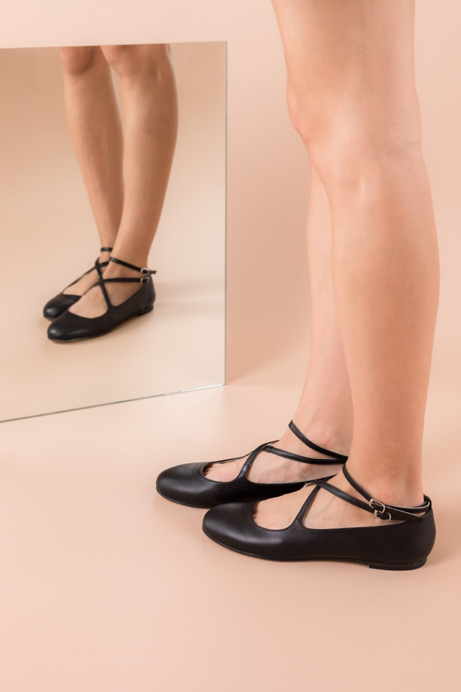 Ballerina flats with crossed straps