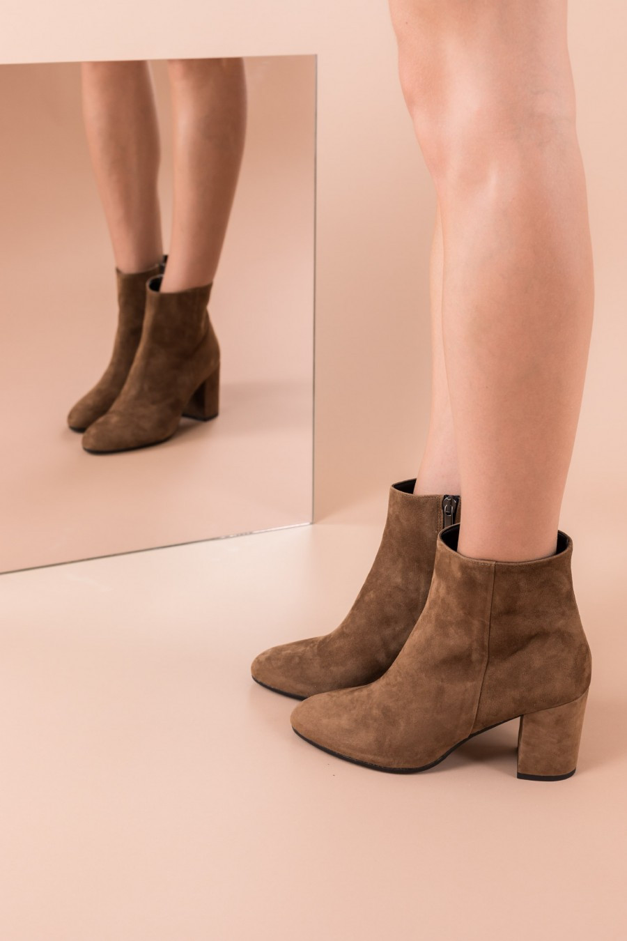 Boots with mid heels and side zip