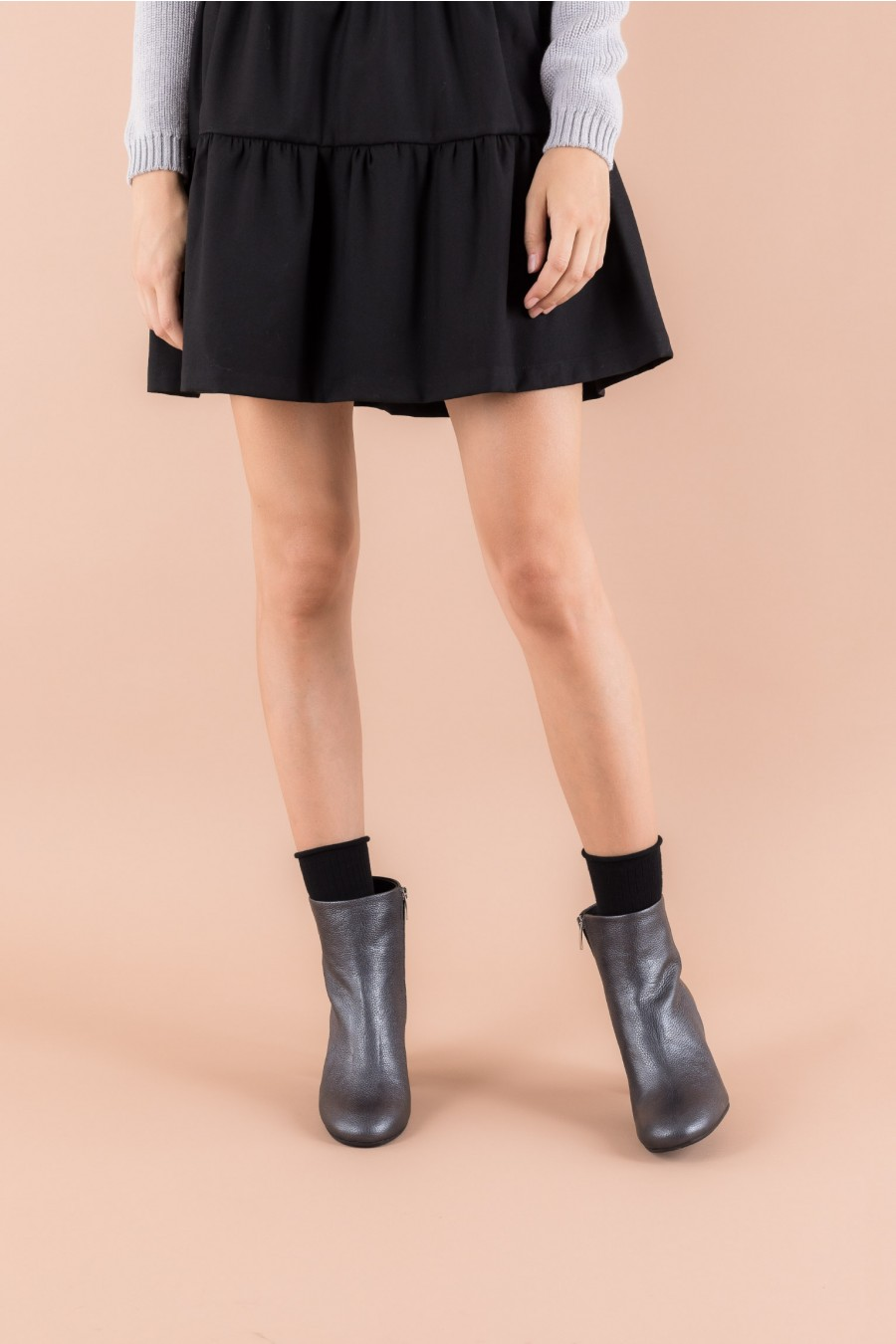 Boots with heels and side zip