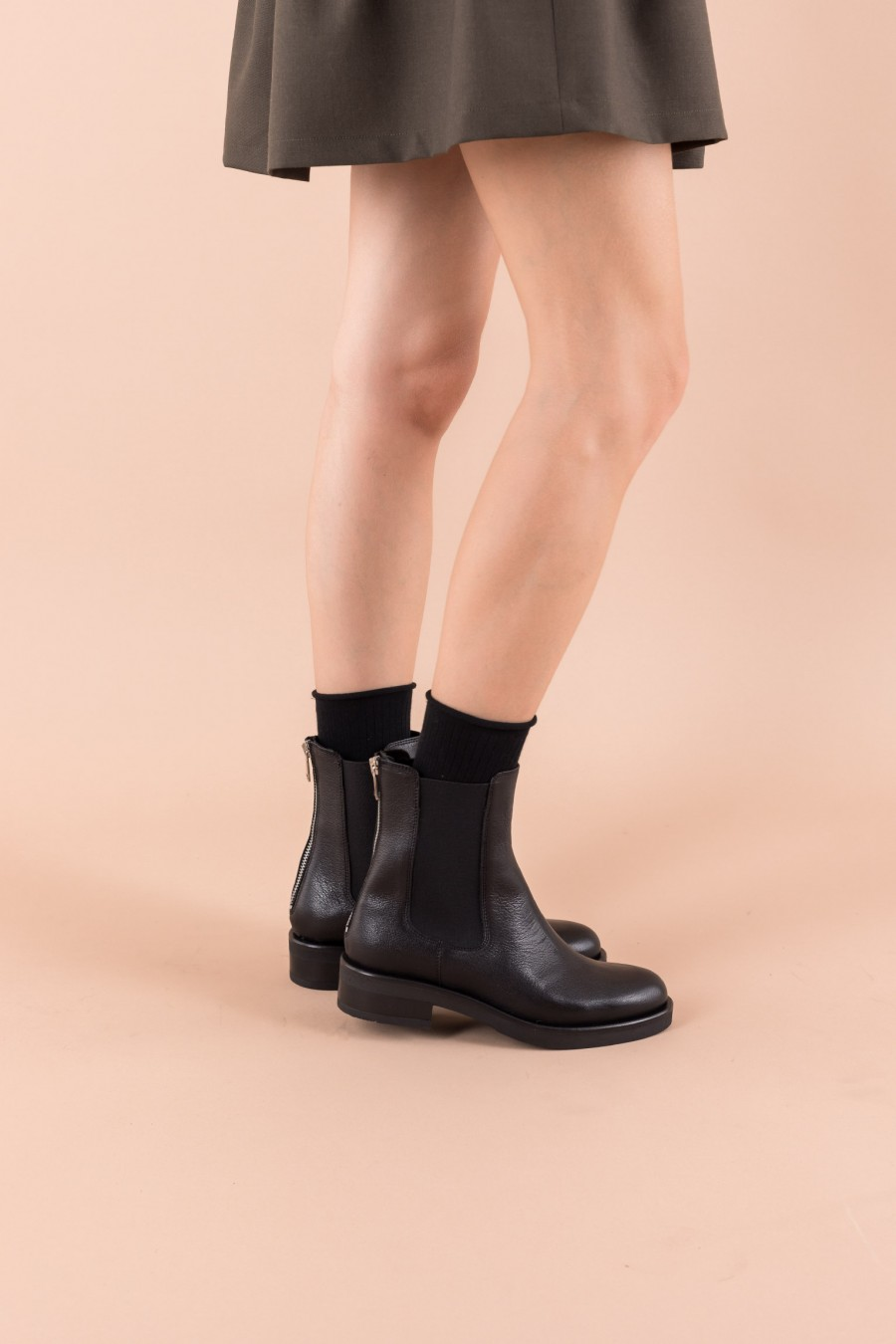 Sporty leather boots