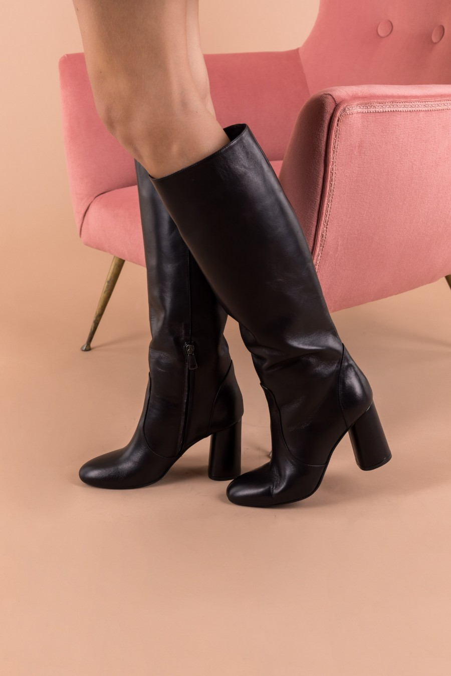 Tube-shaped boots with high heels