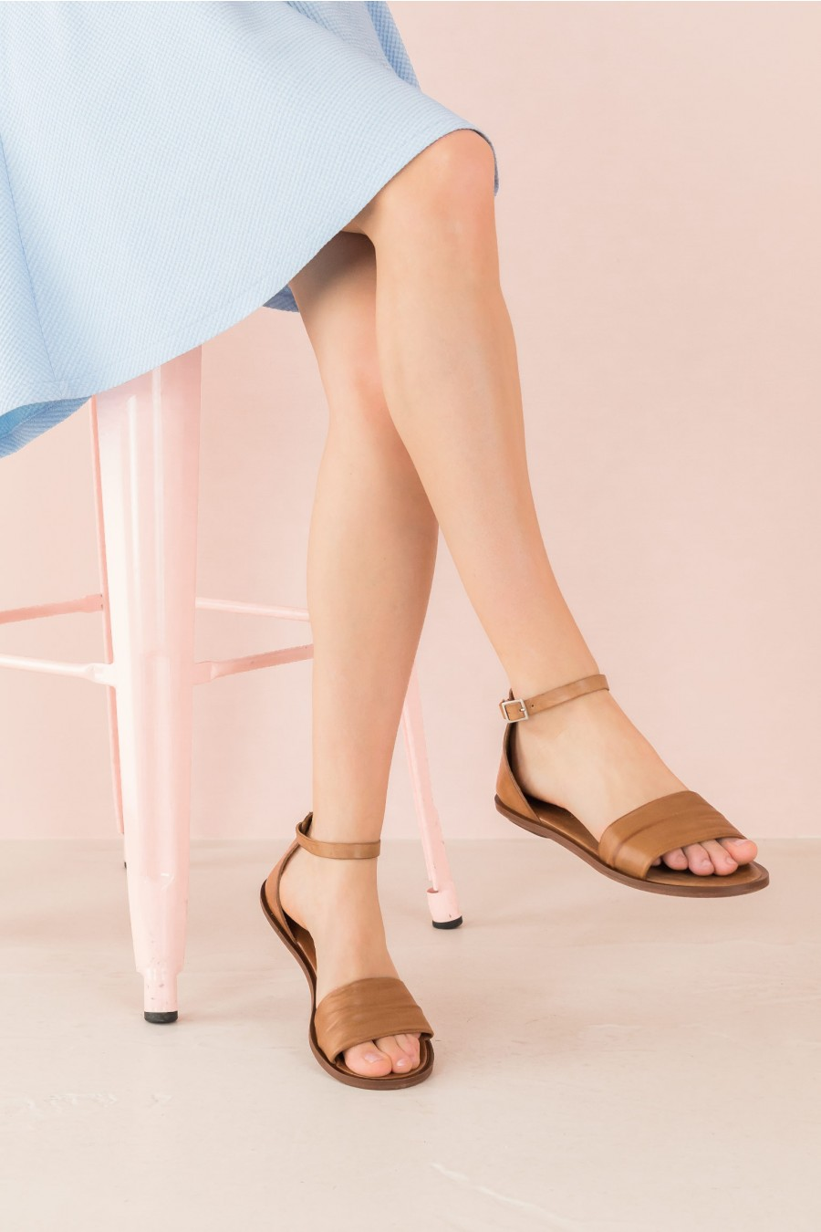 flat sandal with band