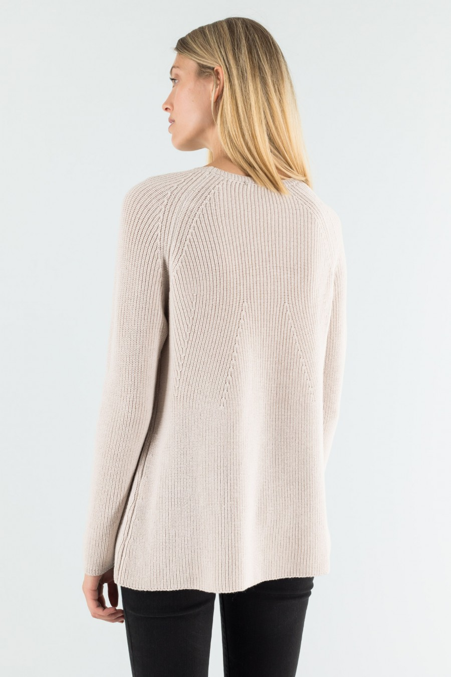 Cream pullover in English rib pattern